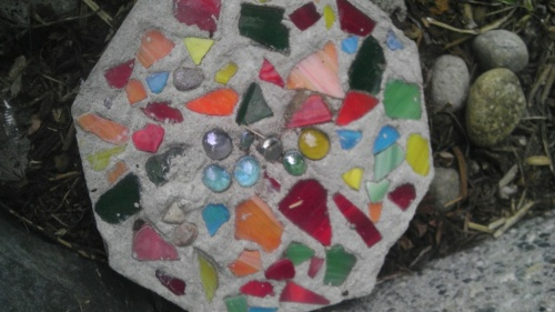 Diy stepping stones think crafts by createforless for Craft cement mix