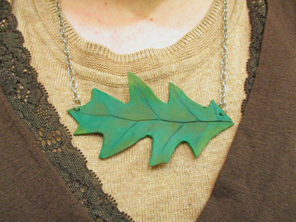 Create a fun statement necklace inspired by fall with clay and a real leaf
