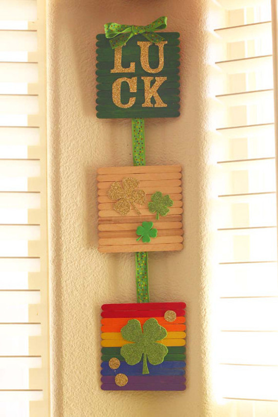 Create a lucky wall hanging to celebrate St. Patrick's Day!