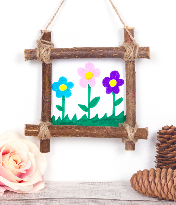 Create a fun and natural picture frame for your home